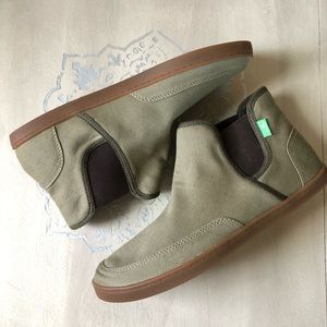 Sanuk canvas olive green booties size 8.5
